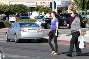 FOR USA SALES: Contact Randy Bauer (310) 910-1113 bauergriffinsales@gmail.com.FOR UK SALES: Contact Caroline 44 207 431 1598 MUST BYLINE: EROTEME.CO.UK.Leighton Meester gets lunch with a friend at the Corner Bakery in L.A.