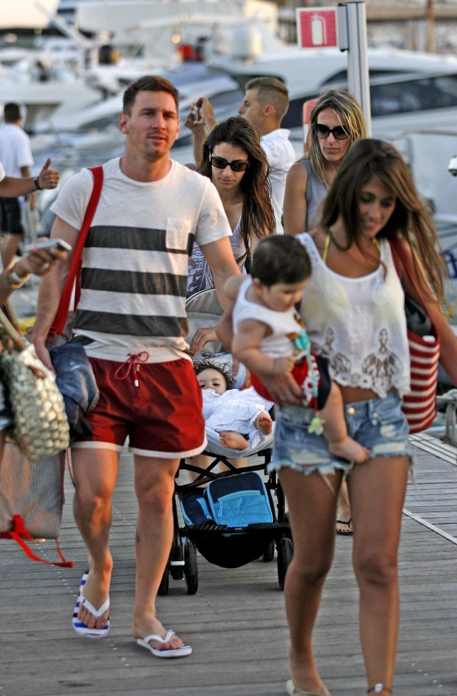 lionel messi photos - lionel messi and his wife enjoy a day at the beach - 9240 of 13211