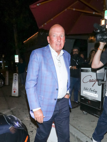 Mike Dunleavy Outside Craig's Restaurant In West Hollywood []