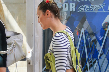 Miley Cyrus Miley Cyrus Goes Shopping in a Bright Outfit