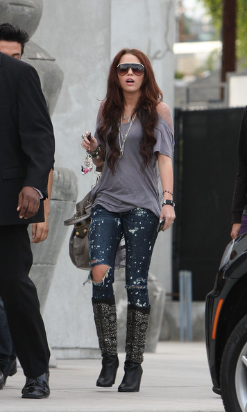 Miley Cyrus Singer Miley Cyrus wears trendy ripped jeans and a revealing shirt as she shops at Maxfields.