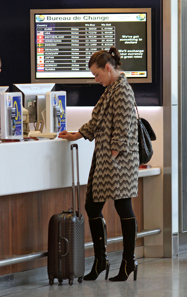 milla jovovich at heathrow international airport zimbio. Black Bedroom Furniture Sets. Home Design Ideas