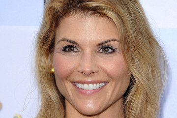 "Lori Laughlin ""Mirror Mirror"" World Premiere"