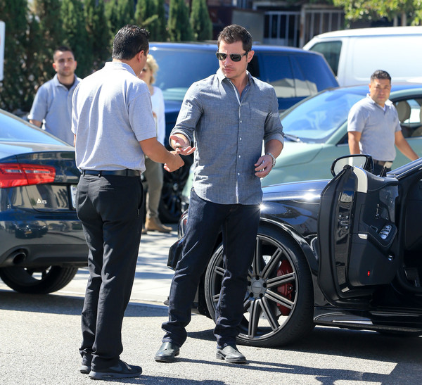 Nick Lachey Enjoys Lunch Out