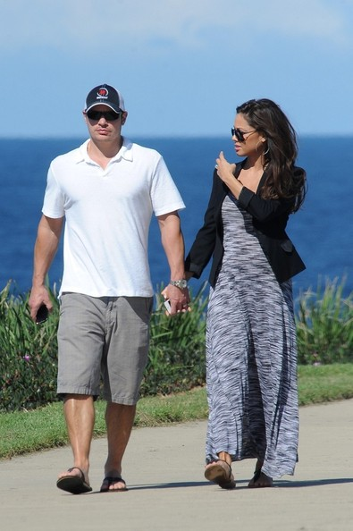 Nick Lachey - Nick Lachey and Vanessa Minnillo Out for a Stroll