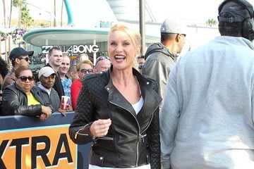 Nicollette Sheridan Nicollette Sheridan Stops by 'Extra'