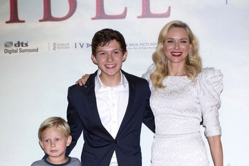 Oaklee Pendergast 'The Impossible' Premieres in Madrid