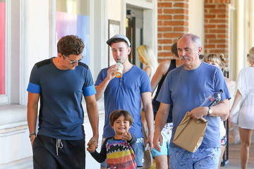 Orlando Bloom Orlando Bloom Out With His Family