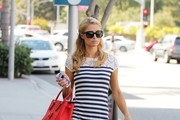Paris Hilton Leaves the Salon