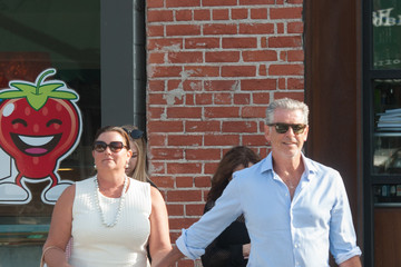 Pierce Brosnan Keely Shaye Smith and Pierce Brosnan Shop in Venice