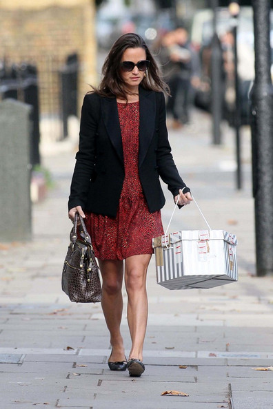 Pippa Middleton - Pippa Middleton Arrives to Work