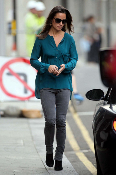 Pippa Middleton - Pippa Middleton Arrives For Work