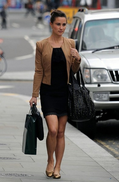 Pippa Middleton Pippa Middleton looks chic whilst out in Kensington.
