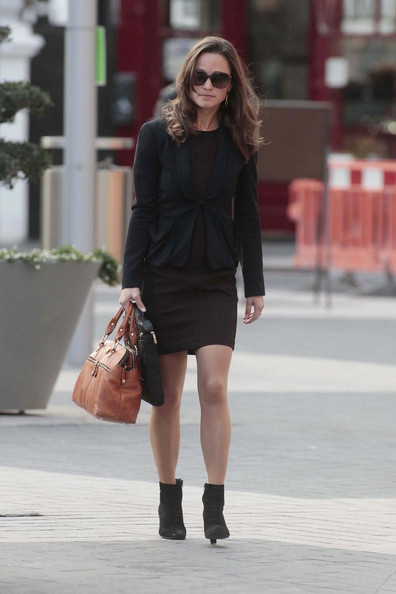 Pippa Middleton - Pippa Middleton Walks to Work