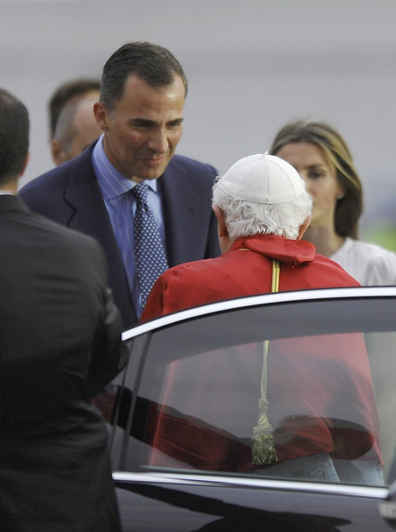 Royals attend Pope's vigil []