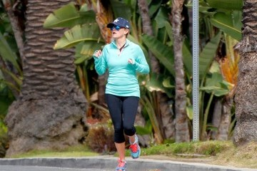 Reese Witherspoon Reese Witherspoon Goes for a Jog