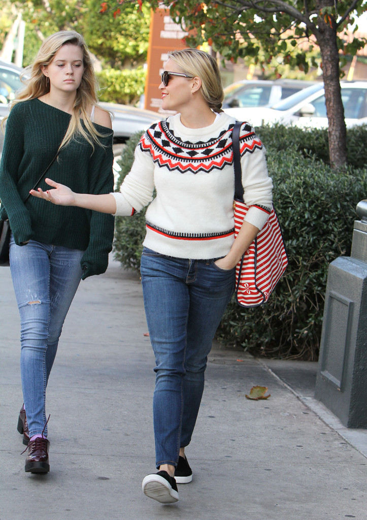 Ava Phillippe in Reese Witherspoon and Daughter Ava ... Ryan Phillippe Movies