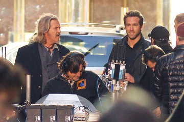 Jeff Bridges Ryan Reynolds Reynolds and Bridges get to work