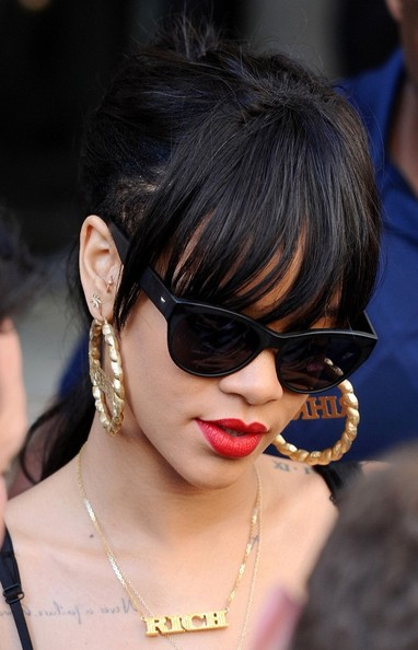 Rihanna - Rihanna Wears Personalized Earrings