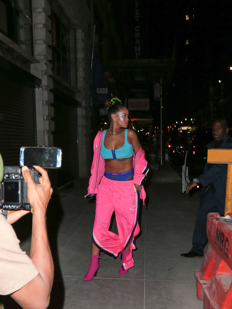 Rihanna Photos Photos Rihanna Leaving The FENTY PUMA By