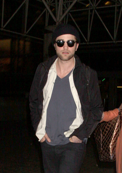 Robert Pattinson and Kristen Stewart at LAX