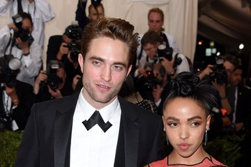 Robert Pattinson Met Gala 2015 - Arrivals