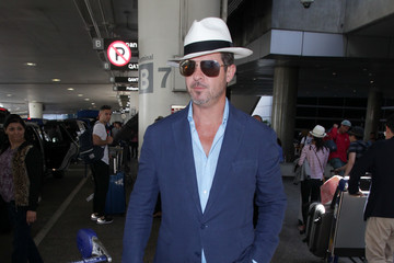 Robin Thicke Robin Thicke and April Geary Hit LAX