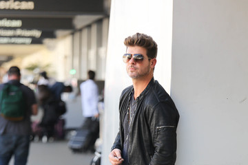 Robin Thicke Robin Thicke Is Seen at LAX
