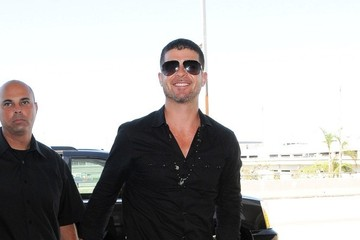 Robin Thicke Robin Thicke Arrives at LAX