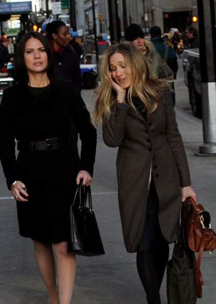 Sarah Jessica Parker and Olivia Munn film scenes for 'I Don't Know How She Does It' on Wall Street.