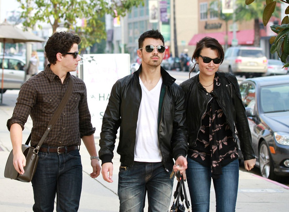 Samantha Barks - Joe and Nick Jonas Lunch with Samantha Barks