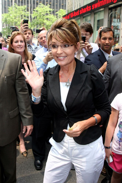 Sarah Palin Sarah Palin takes her tour bus to the Fox studios in Manhattan. She exits to find a throng of fans awaiting her.