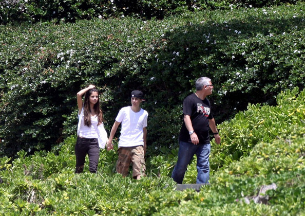 justin bieber and selena gomez hawaii. Selena Gomez and Justin Bieber