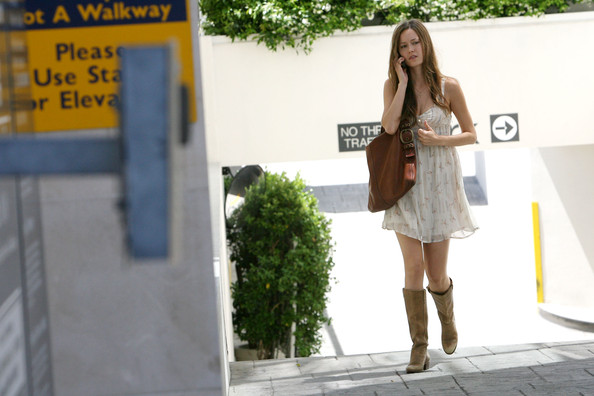 Summer Glau Summer Glau, does a little window shopping and refueling
