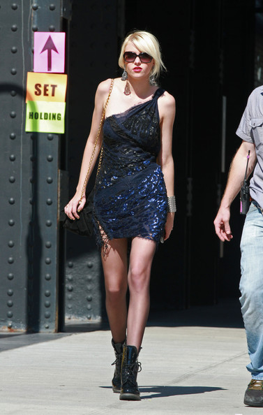"Taylor Momsen ""Gossip Girl"" films in the city."