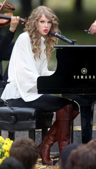 "Taylor Swift Taylor Swift performs with a piano in Central Park to promote her latest album, ""Speak Now.""."
