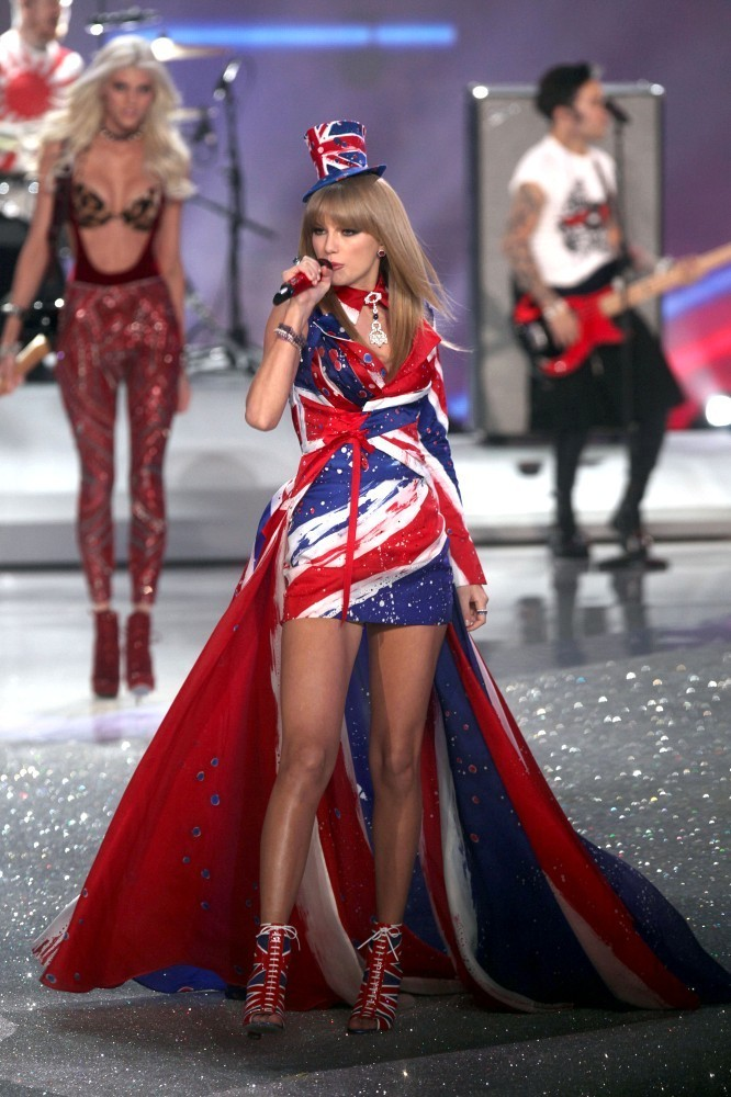 Taylor Swift In Taylor Swift Performs At The Vs Fashion Show Zimbio
