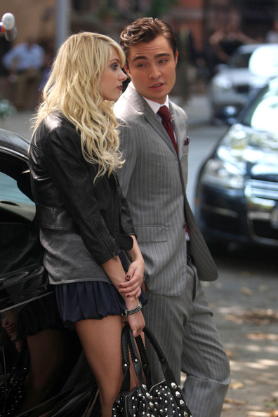 Taylor Momsen Taylor Momsen and Ed Westwick lean against a car as they film a scene for 'Gossip Girl' .