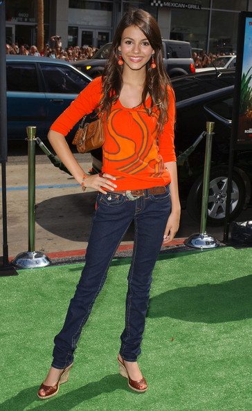 """Victoria Justice LA premiere of """"The Ant Bully"""".Grauman's Chinese Theatre, Hollywood, CA."""