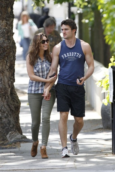 Thom Evans - Kelly Brook and Thom Evans take a stroll