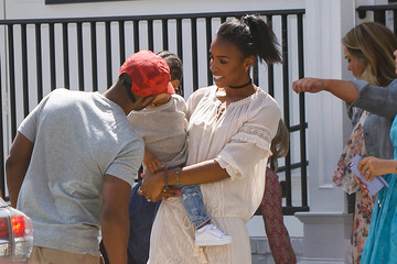 Tim Witherspoon Kelly Rowland and Her Family Go Out for Au Fudge