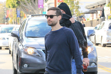 Tobey Maguire Tobey Maguire Goes Shopping