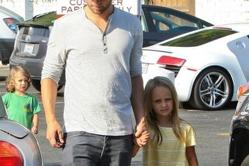 Tobey Maguire And Daughter Get Ice Cream