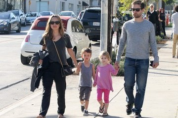 Tobey Maguire Tobey Maguire Spends the Day with Family