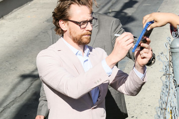 Tom Hiddleston Tom Hiddleston At 'Jimmy Kimmel Live!'