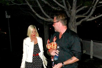 Tori Spelling Stars Leave the UFC Fight
