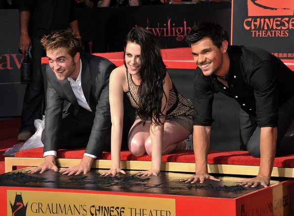 Kristen+Stewart in Twilight Hand and Footprint Ceremony
