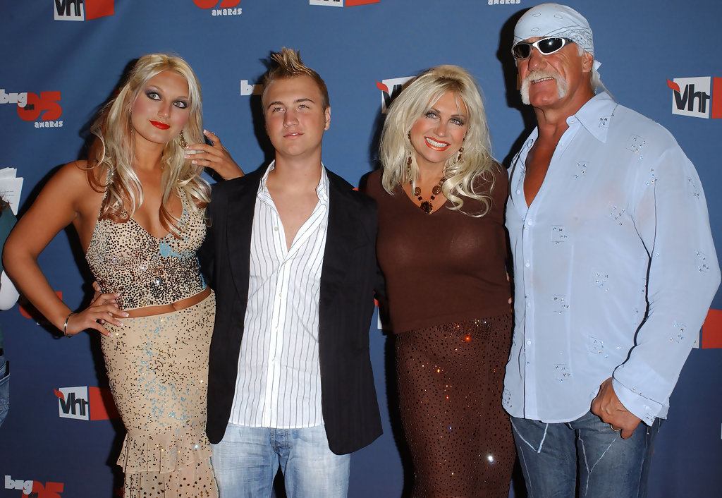 Brooke Hogan Dress Malfunction