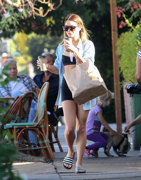 Vanessa Hudgens is seen at the local coffee shop.NON EXCLUSIVE Sep 15, 2014.
