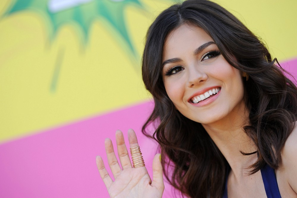 http://www3.pictures.zimbio.com/bg/Victoria+Justice+Kids+Choice+Awards+2013+k7VHZB8HJuXx.jpg